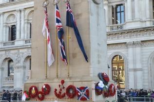 Флаги и венки на Кенотафе